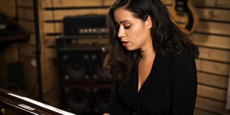 Lola Baï, musicien Chanteur en représentation à Sarthe - photo de couverture n° 1