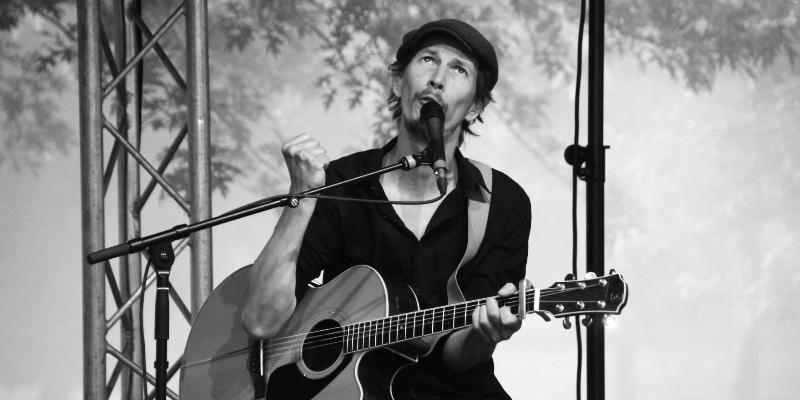 Jean Caron, musicien Chanteur en représentation à Somme - photo de couverture n° 1