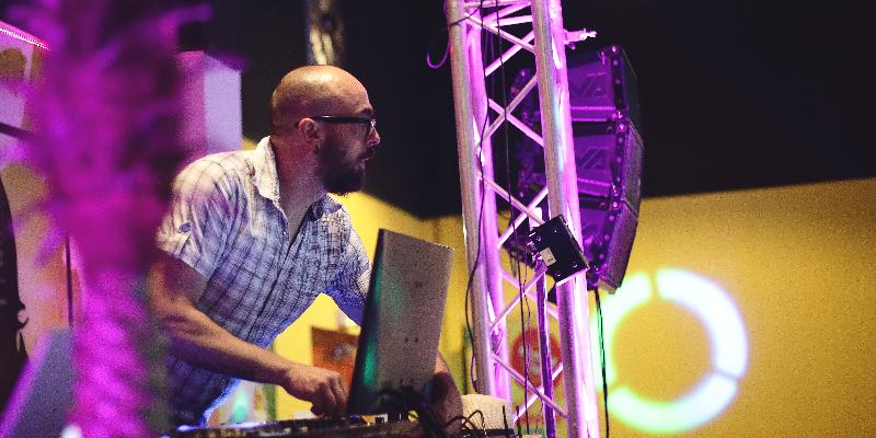 Mixe Live, DJ Dj en représentation à Haute Garonne - photo de couverture n° 2