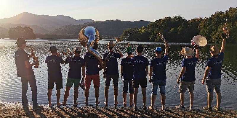 MagmatiK Brass Band, groupe de musique Fanfare en représentation à Puy de Dôme - photo de couverture n° 3