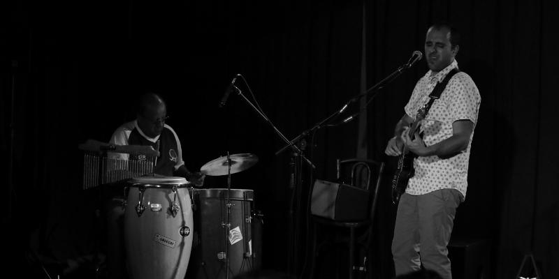Javier Adaro, musicien Acoustique en représentation à Aube - photo de couverture n° 1