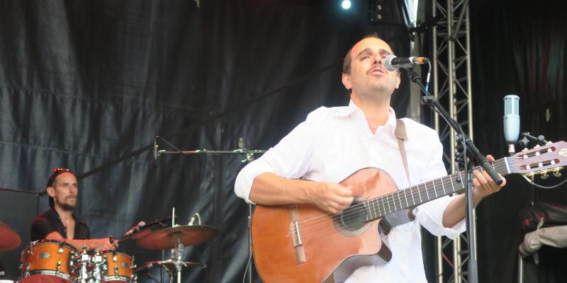 Javier Adaro, musicien Acoustique en représentation à Aube - photo de couverture n° 2