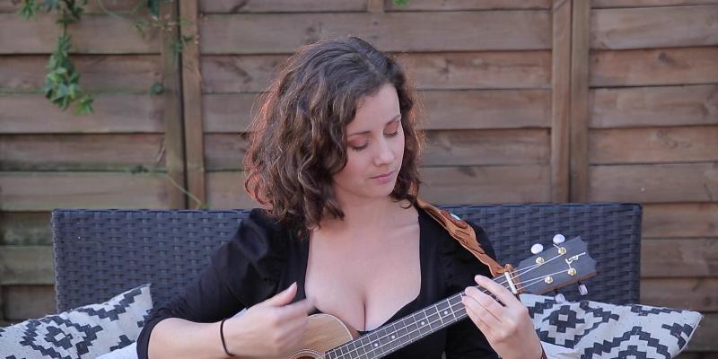 AUDREY, musicien Chanteur en représentation à Gironde - photo de couverture n° 1