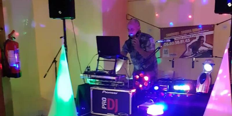 SONOGIBS, DJ Dj en représentation - photo de couverture n° 2