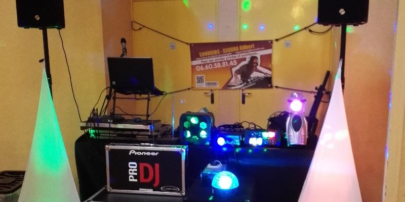 SONOGIBS, DJ Dj en représentation - photo de couverture n° 3