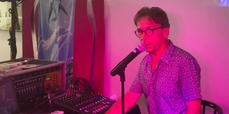 Joël ROBERT, musicien Chanteur en représentation à Gironde - photo de couverture n° 3