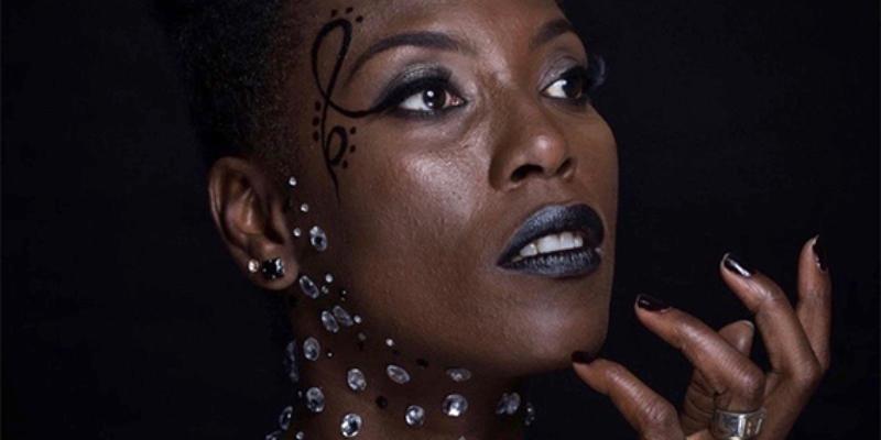 Mata Gabin, groupe de musique Chanteur en représentation à Paris - photo de couverture