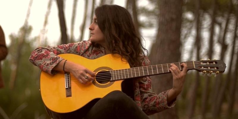Lisa Callune, musicien Chanteur en représentation à Rhône - photo de couverture n° 1