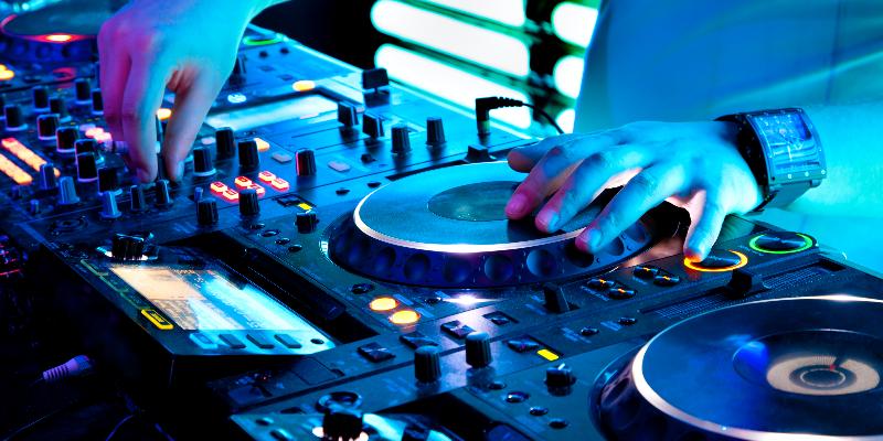 Othmane El Belghiti, DJ Dj en représentation à Paris - photo de couverture