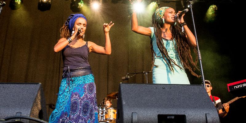 Lou Rima, groupe de musique Chanteur en représentation à Doubs - photo de couverture n° 2