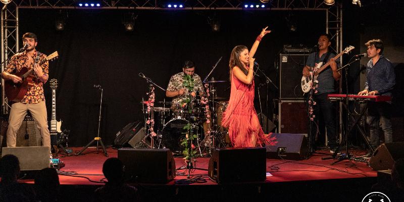 Daniela Espinosa, groupe de musique Pop en représentation à Paris - photo de couverture n° 2