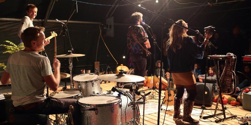 Manon Z Moon, groupe de musique Soul en représentation à Doubs - photo de couverture n° 2
