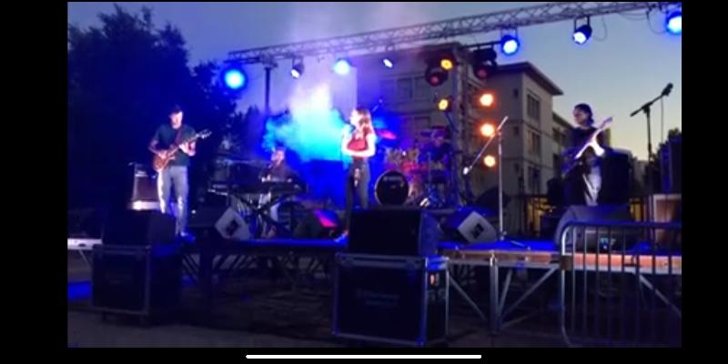 Maria, musicien Chanteur en représentation à Var - photo de couverture