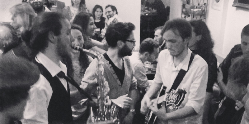 Autentico Duo, musicien Guitariste en représentation - photo de couverture