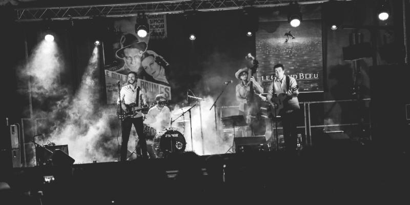 Buskers, musicien Rock en représentation à Paris - photo de couverture n° 3