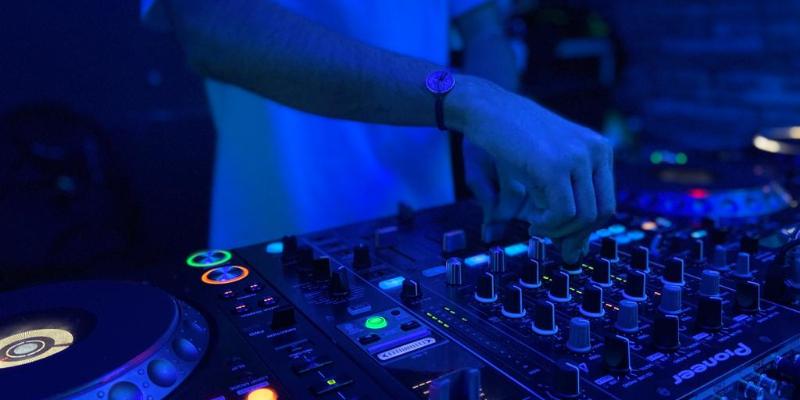 TOLLID, DJ Dj en représentation à Haute Garonne - photo de couverture n° 1