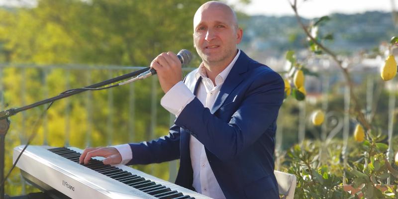 Maurizio Currenti, musicien Chanteur en représentation à Alpes Maritimes - photo de couverture n° 2