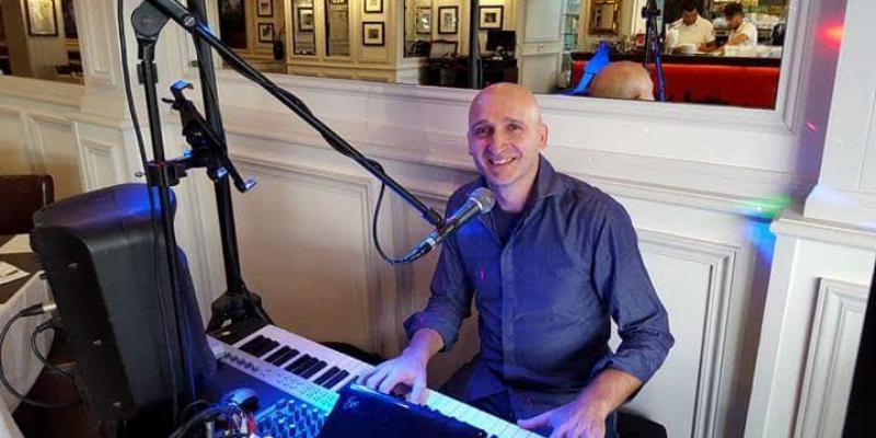 Maurizio Currenti, musicien Chanteur en représentation à Alpes Maritimes - photo de couverture n° 1