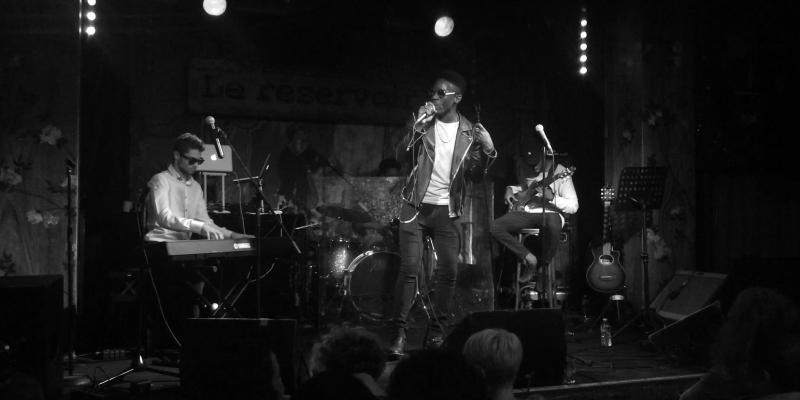 Vaik, groupe de musique Pop en représentation - photo de couverture n° 2
