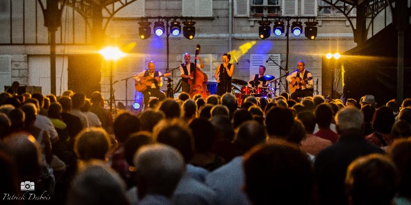 LES ACCORDES SWING, groupe de musique Chanteur en représentation à Haute Garonne - photo de couverture n° 2