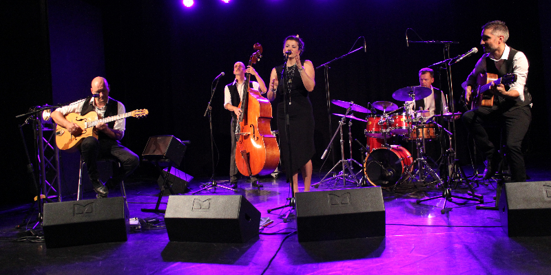 LES ACCORDES SWING, groupe de musique Chanteur en représentation à Haute Garonne - photo de couverture n° 3