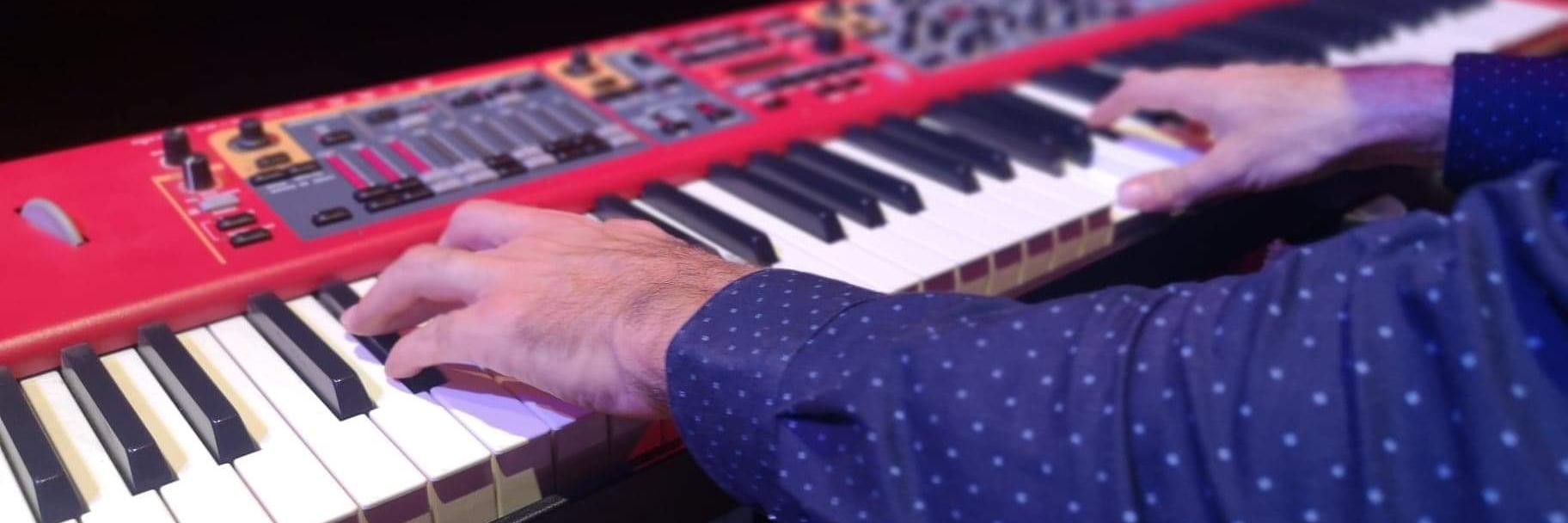 Marty, musicien Pianiste en représentation à Rhône - photo de couverture