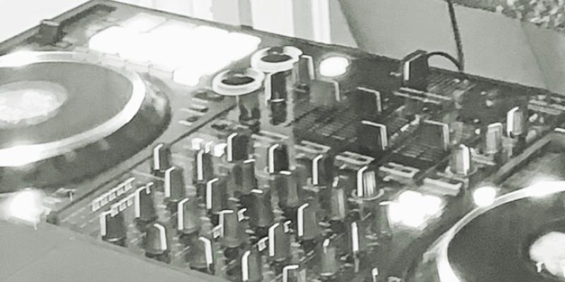 Bangageo, DJ Dj en représentation à Paris - photo de couverture