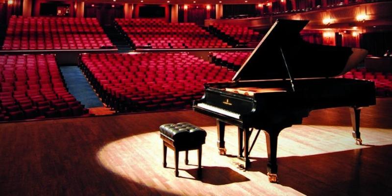 Aaron Broderick, musicien Pianiste en représentation à Moselle - photo de couverture