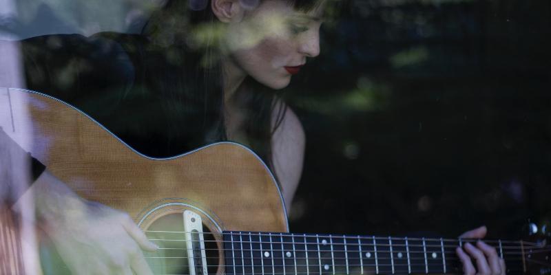 Grace de la Hunt, musicien Chanteur en représentation - photo de couverture n° 3
