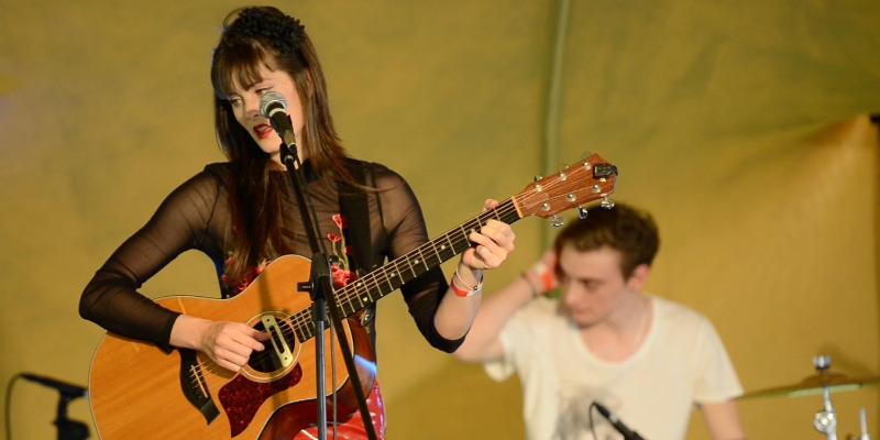 Grace de la Hunt, musicien Chanteur en représentation - photo de couverture n° 2