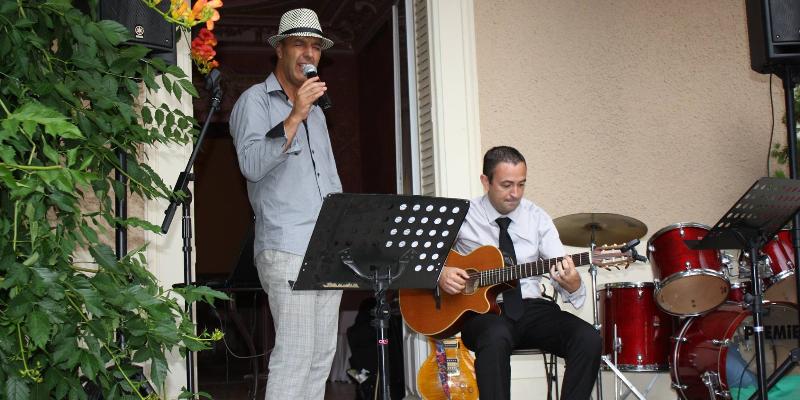 IGLESIAS , groupe de musique Chanteur en représentation à Bouches du Rhône - photo de couverture n° 3