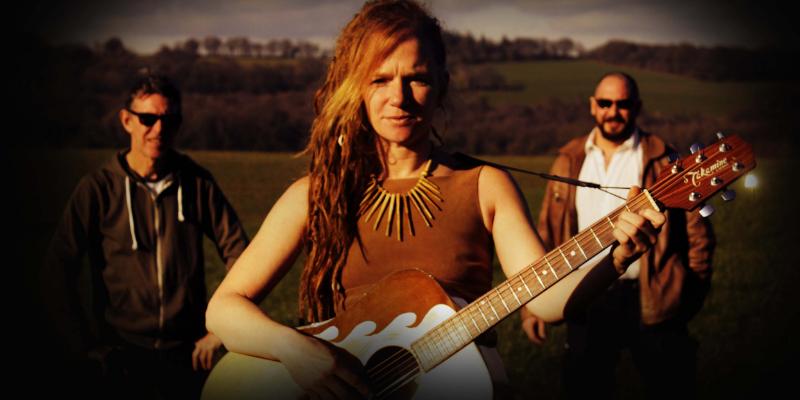 Edmée & The Flyroots, groupe de musique Rock en représentation à Côtes d'Armor - photo de couverture n° 2
