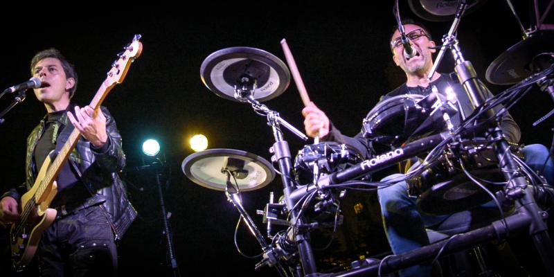 Airplane Cover, groupe de musique Rock en représentation à Loire Atlantique - photo de couverture