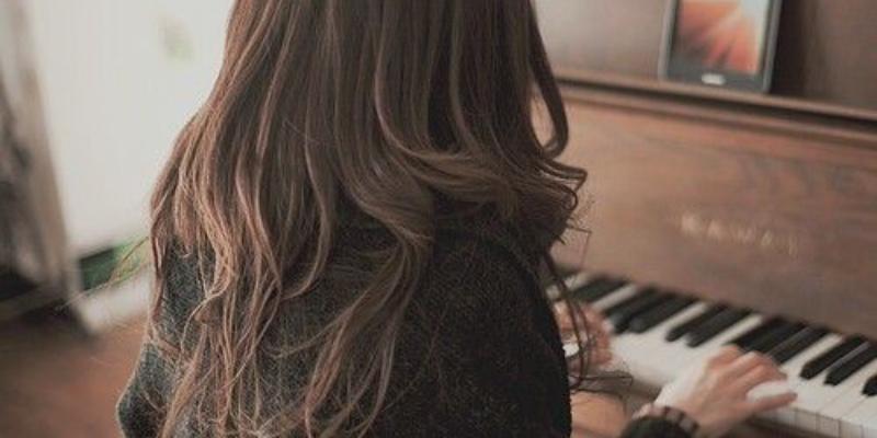 Léana Ferreira, musicien Pianiste en représentation à Gironde - photo de couverture