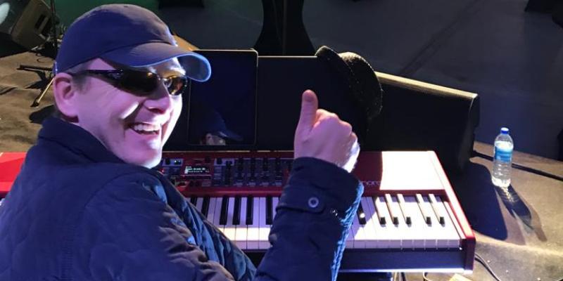 Human Jukebox, musicien Chanteur en représentation à Nord - photo de couverture n° 2