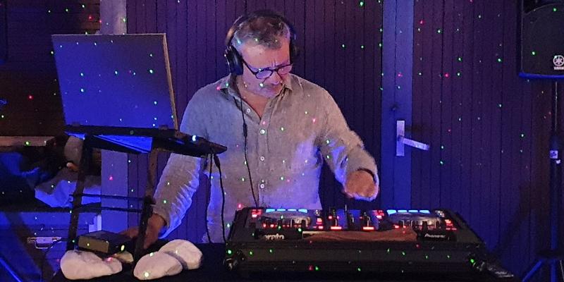 DJ M et An Violon duo, DJ Dj en représentation à Bouches du Rhône - photo de couverture n° 3
