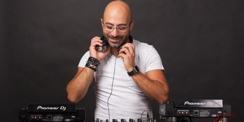 Aren, DJ Dj en représentation - photo de couverture n° 1