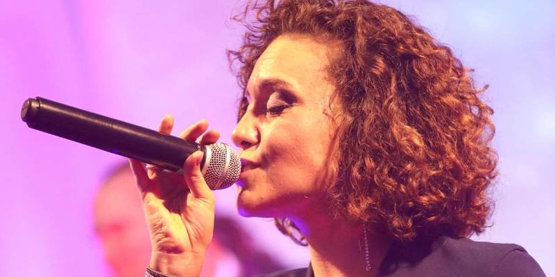 Julie GLORIA, musicien Généraliste en représentation à Paris - photo de couverture n° 1