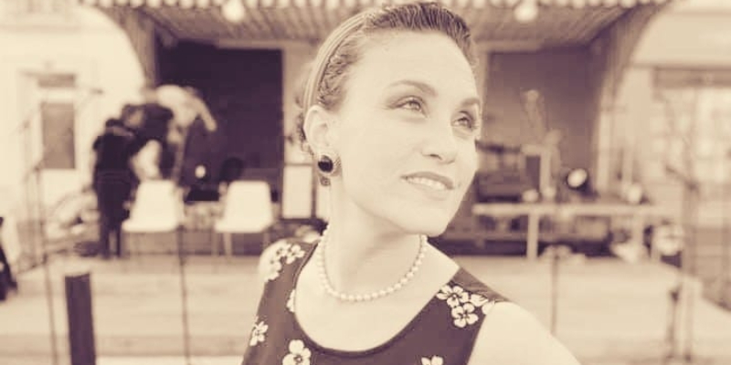 Julie GLORIA, musicien Généraliste en représentation à Paris - photo de couverture n° 2