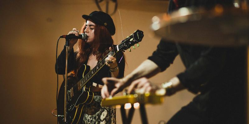 Kim Logan + Les Silhouettes, groupe de musique Rock en représentation à Paris - photo de couverture n° 3
