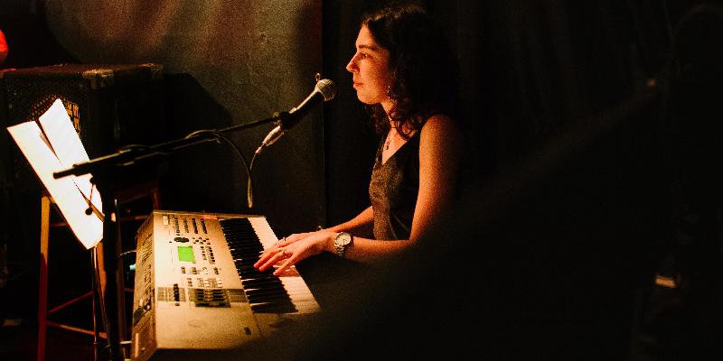 Girassol, groupe de musique Chanteur en représentation à Paris - photo de couverture n° 3