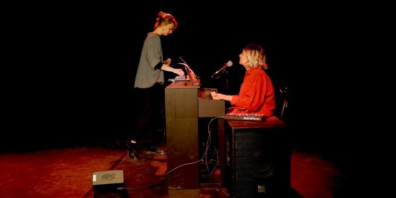 LUCILLE & JUNO, musicien Pop en représentation à Paris - photo de couverture