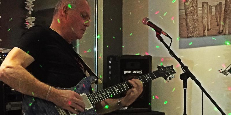 Joe Reggy, musicien Guitariste en représentation à Gironde - photo de couverture n° 1