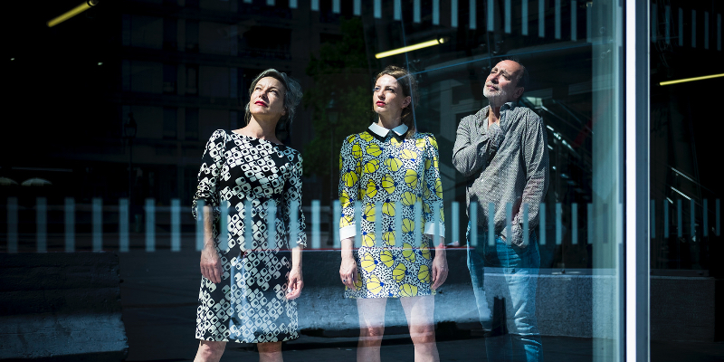 SUPERBRAVO, groupe de musique Pop en représentation - photo de couverture