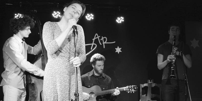 Adèle & The Brothers, groupe de musique Chanteur en représentation - photo de couverture n° 2