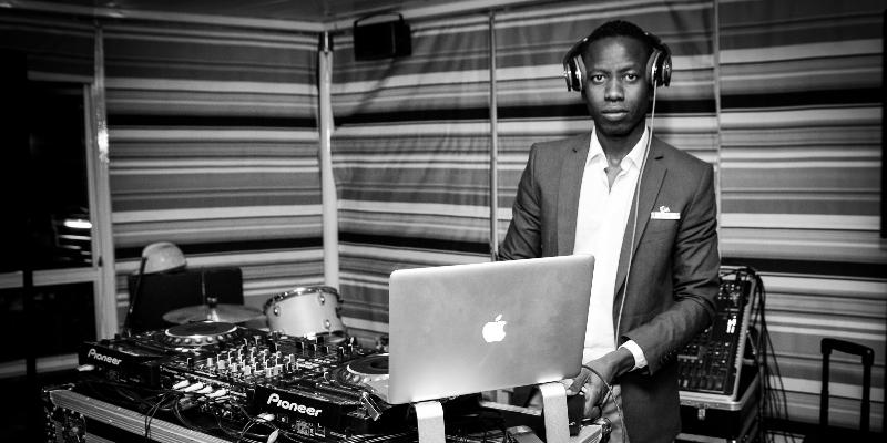 Moïse COLY, DJ Dj en représentation - photo de couverture