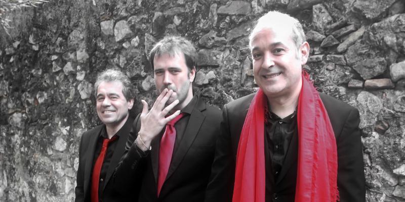 Rojo Carmin, groupe de musique Musiques du monde en représentation à Alpes Maritimes - photo de couverture