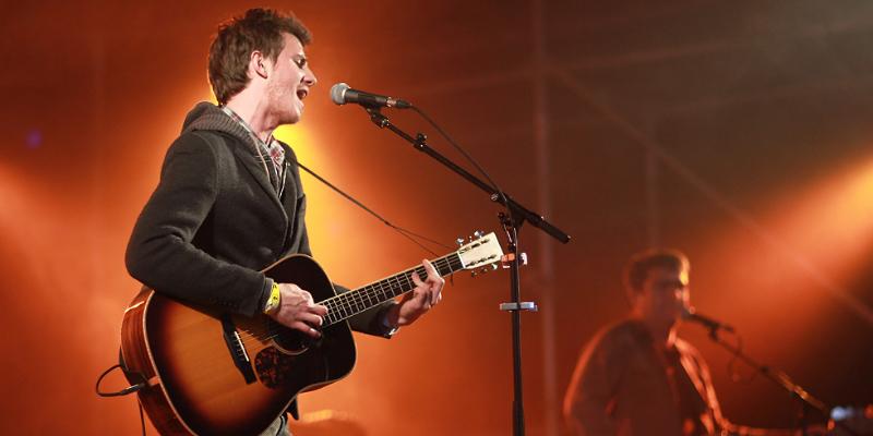 John M, musicien Acoustique en représentation - photo de couverture