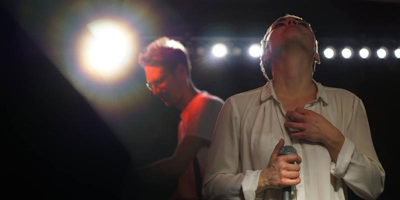 Eliott, groupe de musique Chanteur en représentation à Paris - photo de couverture n° 2