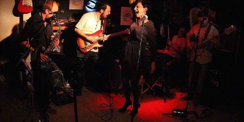 Lapsus, groupe de musique Chanteur en représentation - photo de couverture n° 1